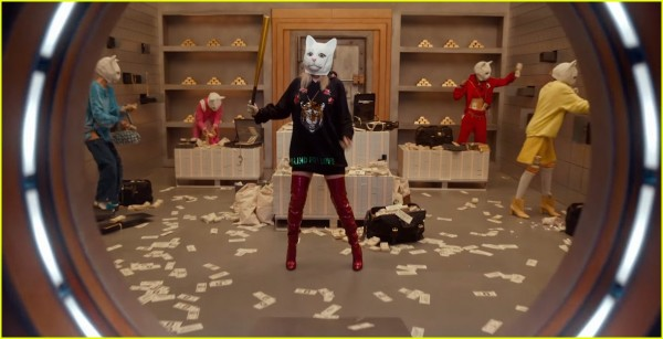 taylor-swift-look-what-you-made-me-do-video-stills-17