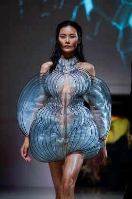 iris-van-herpen-fashion-for-relief-gala-15-09-2019